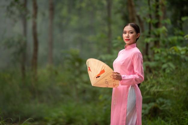 Portrait beautiful vietnam teen girl Premium Photo