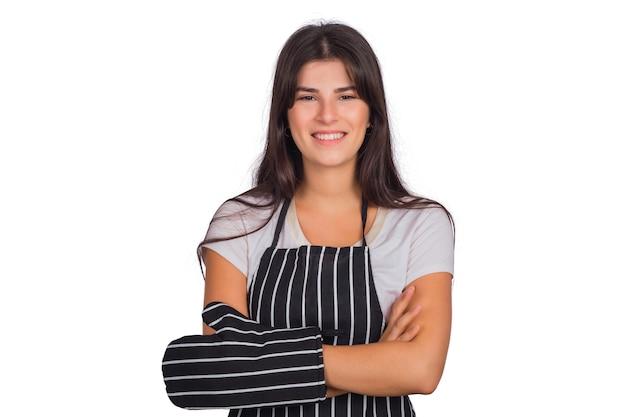 Ritratto di bella donna chef indossa un grembiule a strisce e tenendo gli utensili da cucina in studio. Foto Gratuite