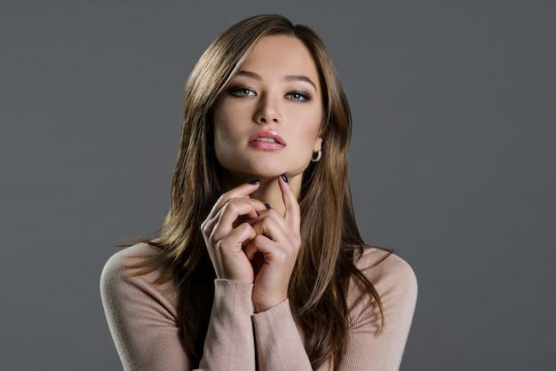 Portrait of a beautiful woman on dark Premium Photo