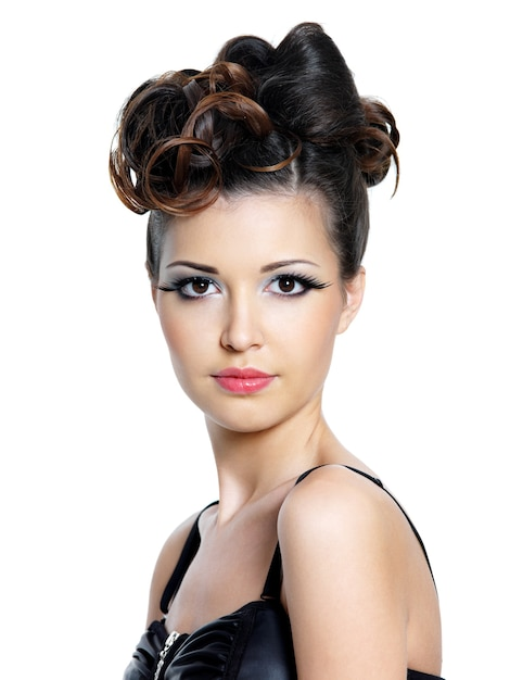 Portrait of beautiful woman with bright make-up and fashion hairstyle Free Photo
