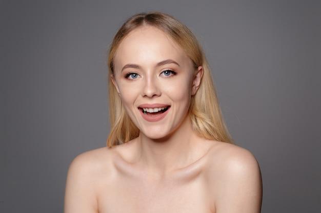 Portrait of beautiful woman Premium Photo