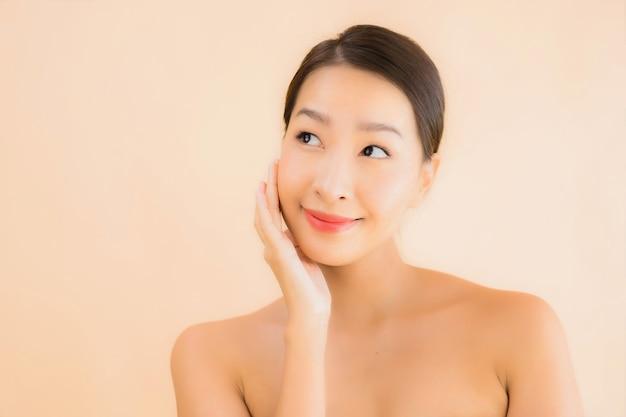 肖像画美容スパコンセプトと美しい若いアジアの顔の女性 無料写真