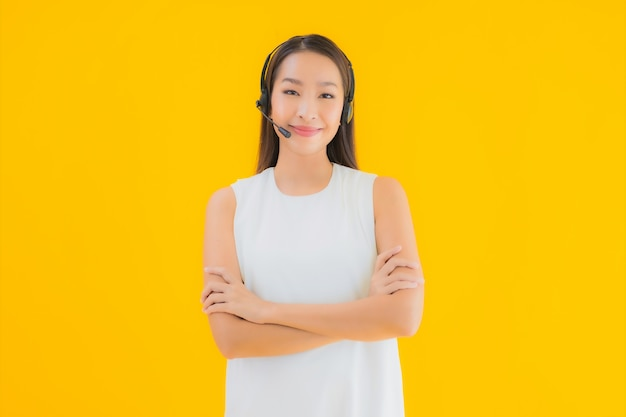 Portrait beautiful young asian woman callcenter for assistance Free Photo