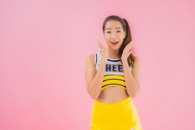 Портрет красивый молодой азиатский чирлидер женщины Бесплатные Фотографии