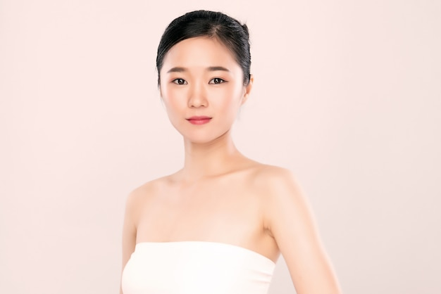 Portrait beautiful young asian woman clean fresh bare skin concept. asian girl beauty face skincare and health wellness, facial treatment, perfect skin, natural make up Premium Photo
