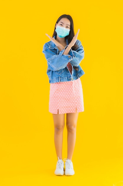 Portrait beautiful young asian woman wear mask for protect coronavirus or covid19 Free Photo