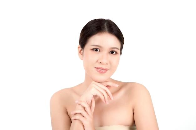 きれいな新鮮な肌を持つ肖像画美しい若いアジアの女性 Premium写真