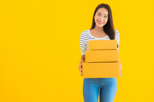 Portrait beautiful young asian woman with parcel box ready for shipping Free Photo