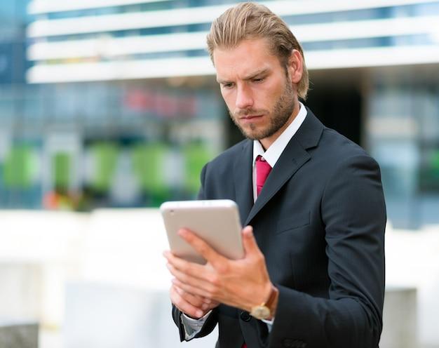 Portrait of a businessman using his tablet Premium Photo