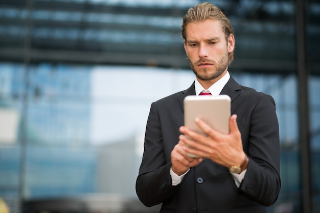 Portrait of a businessman using his tablet Premium Photo