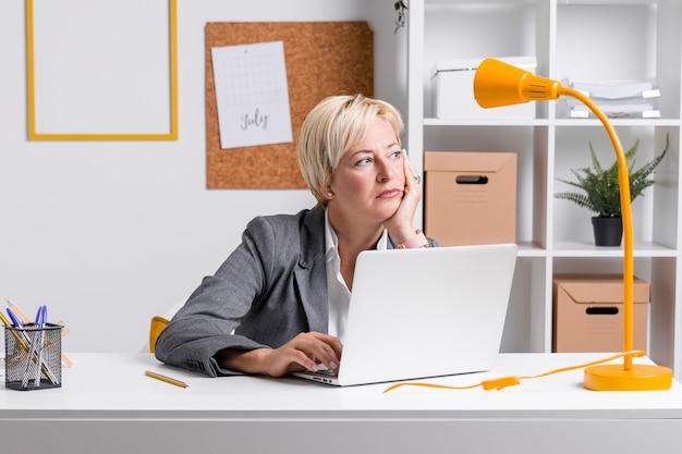 Portrait of businesswoman at desk Free Photo