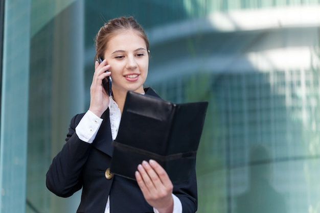 Portrait of a busy businesswoman at work Premium Photo