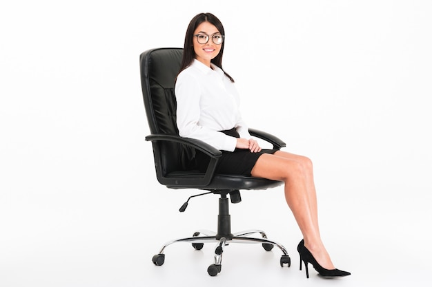 Portrait of a confident asian businesswoman in eyeglasses Free Photo