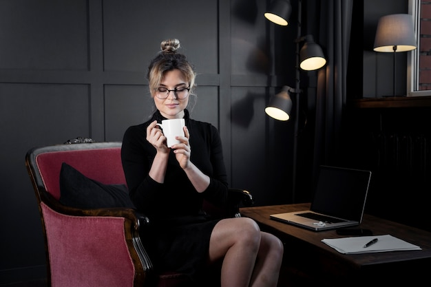 Portrait of confident businesswoman having coffee Free Photo