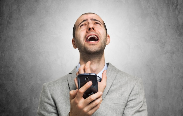 Premium Photo Portrait Of A Desperate Man Holding His Mobile Phone Пример предложения с desperate man, памяти переводов. https www freepik com profile preagreement getstarted 2825107