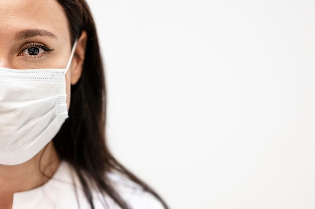 Portrait of doctor wearing face mask Free Photo