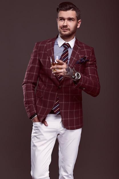 Portrait of elegant man in a expensive suit Premium Photo