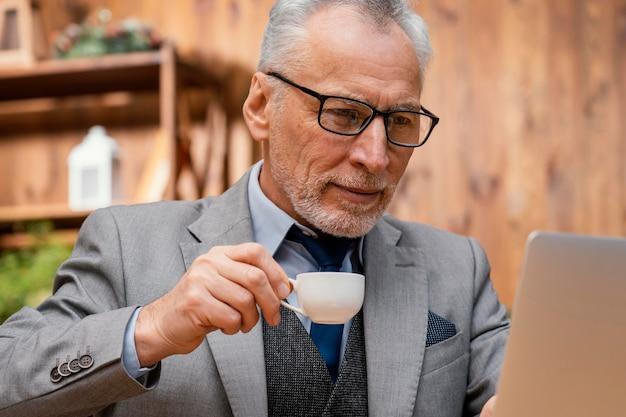 肖像画エレガントな老人 無料写真