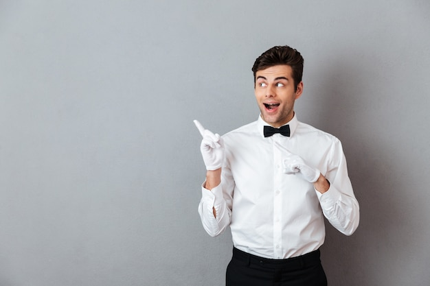 Portrait of an excited cheerful male waiter Free Photo