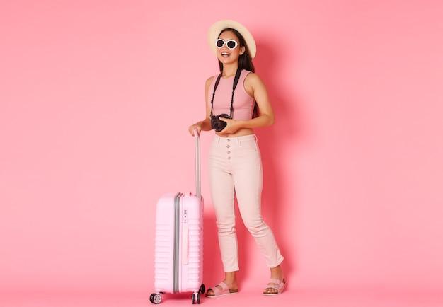 가방으로 초상화 표현 젊은 여자 무료 사진