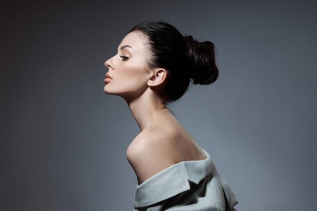 Portrait of a fashion woman posing Premium Photo