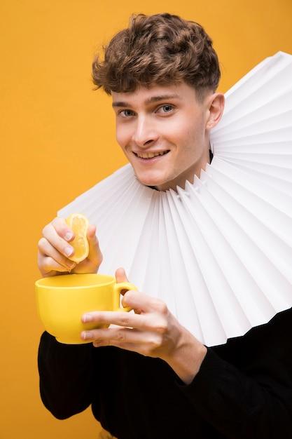 Portrait of fashionable boy wearing a ruff Free Photo