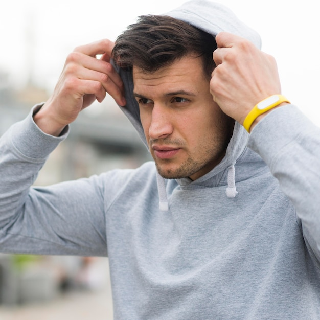 Portrait of fit athlete getting ready for jogging Free Photo