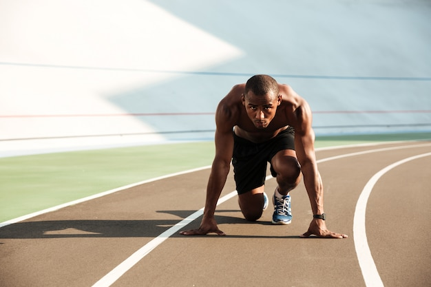 Portrait of a fit athletic afro american sportsman Free Photo