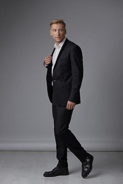 Portrait full length man in formal wear Free Photo