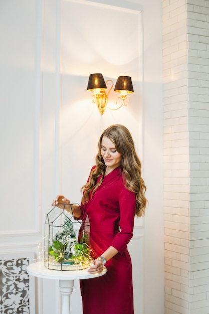 Portrait of a girl in the interior, florariums in the interior, interior solutions, business and home Premium Photo