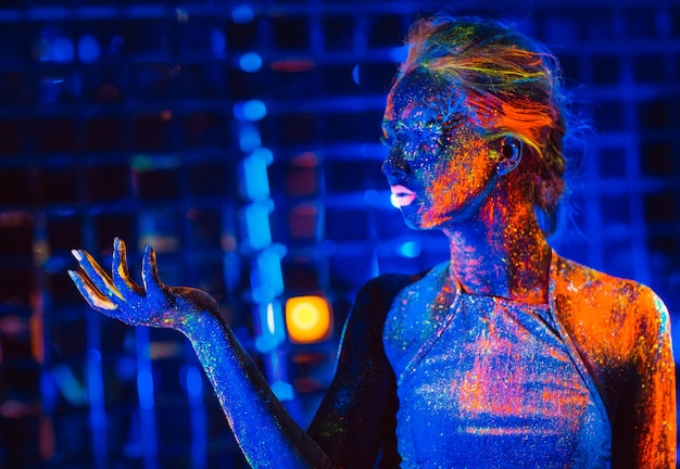 Portrait of a girl painted in fluorescent powder. Premium Photo