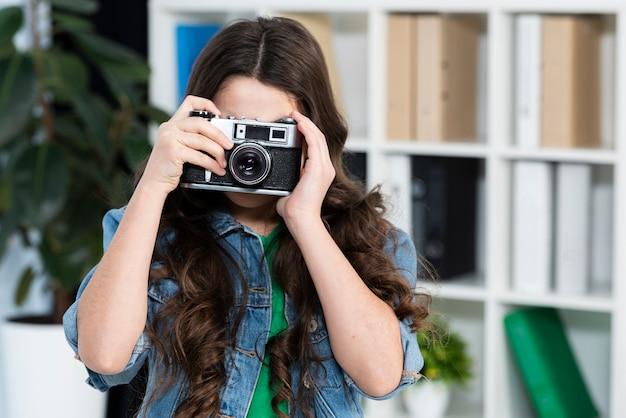 Portrait girl taking photos Free Photo