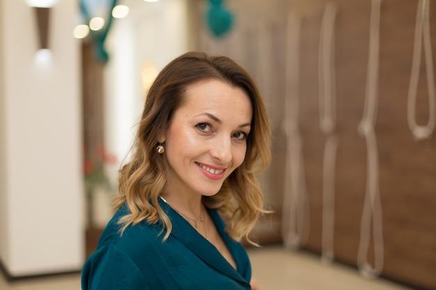 Portrait of gorgeous woman yoga trainer posing in for yoga classes. Premium Photo