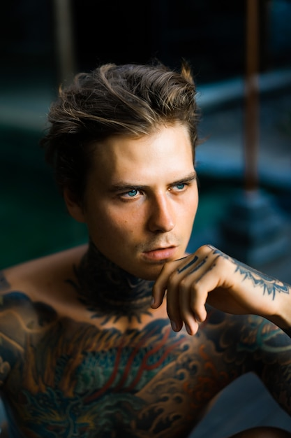 Portrait of a handsome man in tattoos Premium Photo