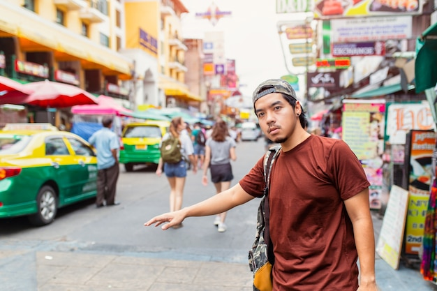 Portrait of handsome young man standing on the city street a Premium Photo