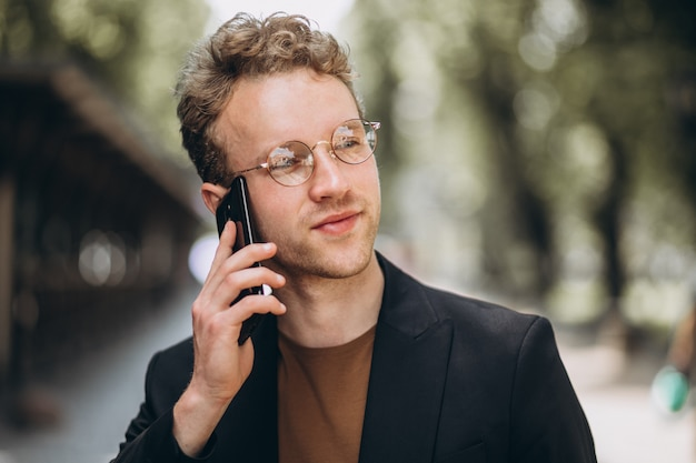 Portrait of a hansome man talking on the phone Free Photo