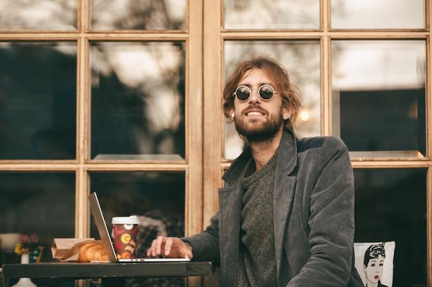 Portrait of a happy bearded man in earphones Free Photo