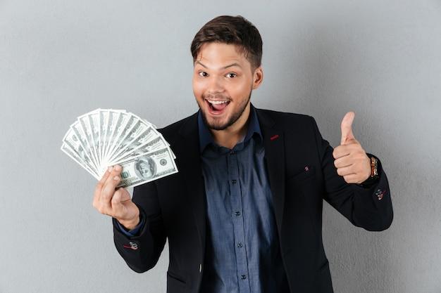 Ritratto di un uomo d'affari felice Foto Gratuite