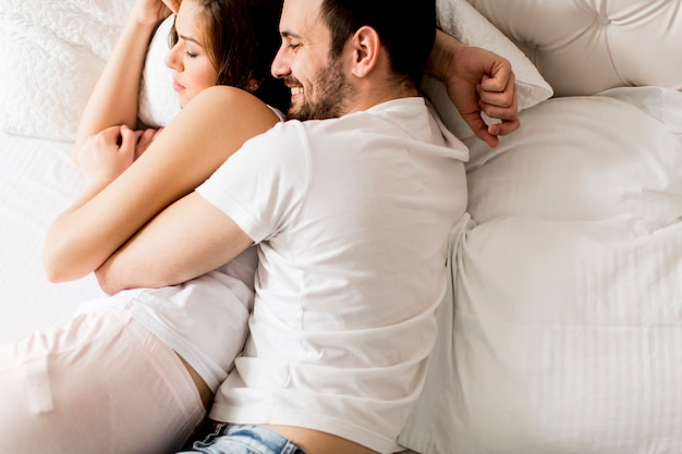 Portrait of a happy sleeping couple in their bedroom Premium Photo