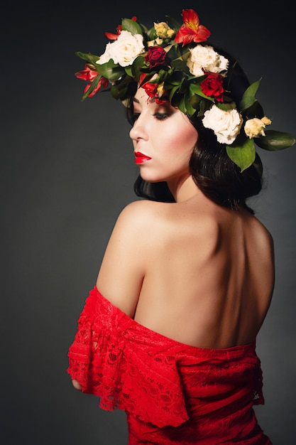 Portrait of the ideal woman with a wreath flowers Premium Photo