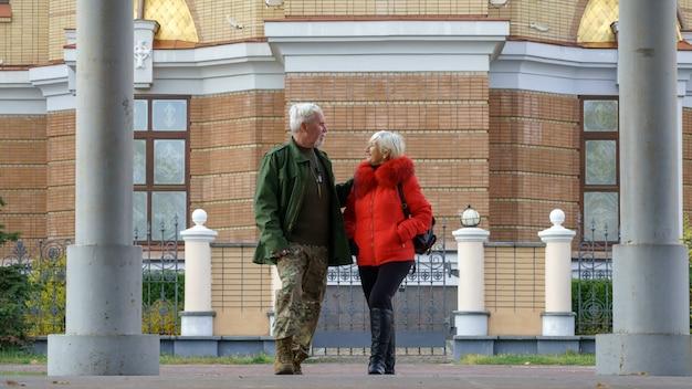 Portrait of a loving elderly couple Premium Photo