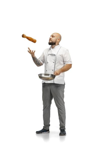 Ritratto di un cuoco maschio chef, macellaio isolato su uno studio bianco. Foto Gratuite
