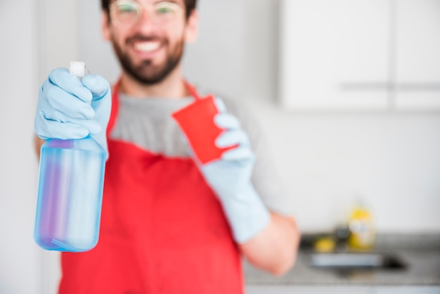 Portrait of man cleaning Free Photo