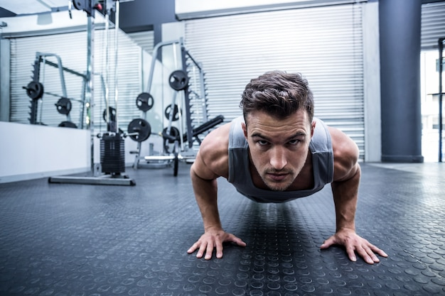 Portrait of a man doing a pushups at the crossfit gym Premium Photo