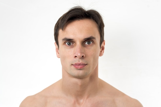Portrait of man looking at camera Free Photo