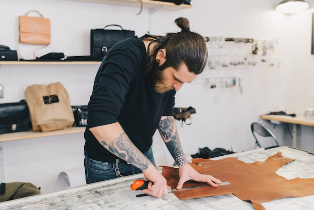 Portrait of modern handsome craftsman focused on his work Free Photo
