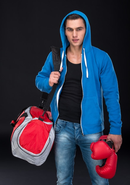 Portrait of a muscular guy with a sports bag. Premium Photo