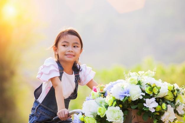 美しいアジアの少女の肖像画 Premium写真