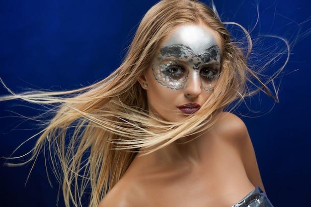 Портрет девушки с фантастическим макияжем Бесплатные Фотографии