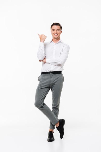 Портрет счастливого молодого человека Бесплатные Фотографии